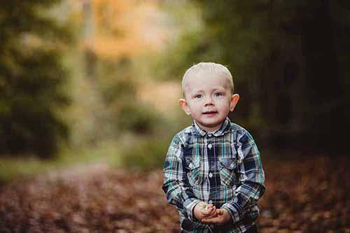 Børnefotograf med fokus på autentiske udtryk